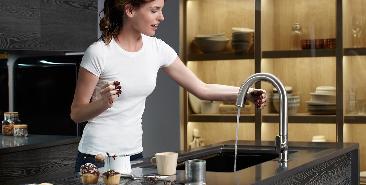 kitchen-touchless-faucet